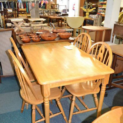 Image of a suite of table and chairs at Ystradgynlais Volunteer Centre Recycling depot